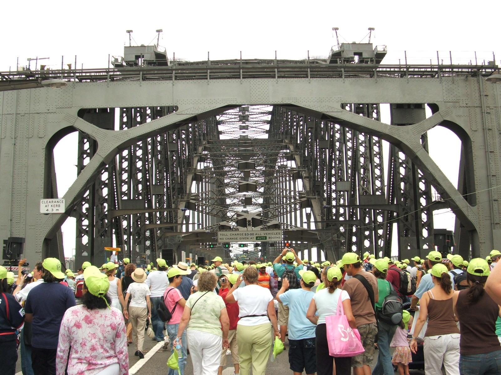 Bridgewalk_inside_arch